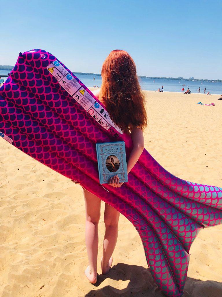 Stephie mit Mermaid Luftmatratze